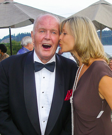 Stittgen Fine Jewelry Hosts Fundraiser for Cancer Clinic